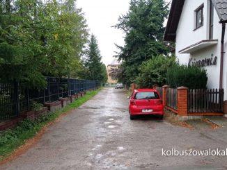 Dziurawa ulica za Ogródkiem Jordanowskim