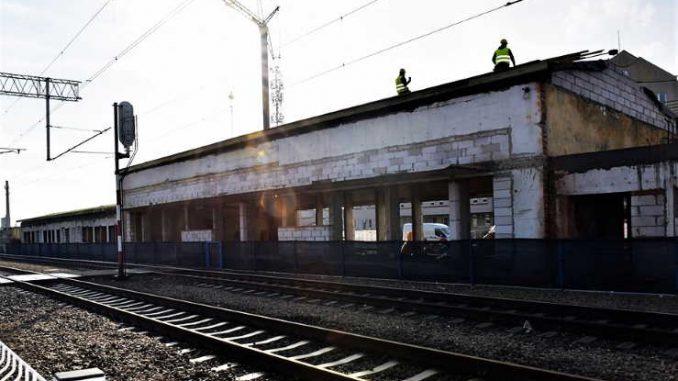W budynku dworca w Kolbuszowej widać zmiany